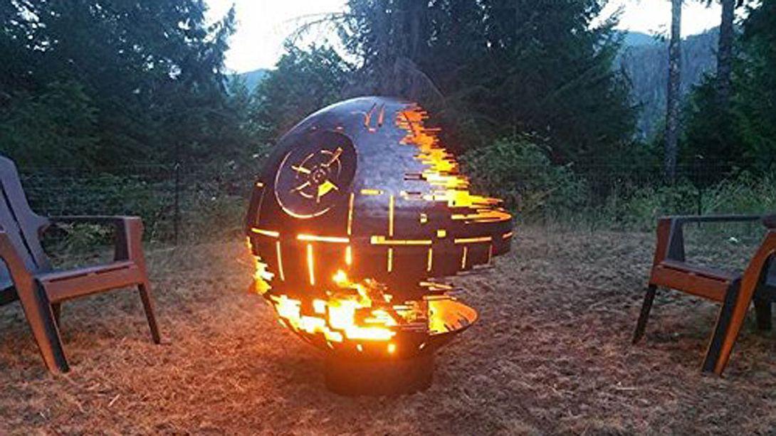 Die Todesstern-Feuerstelle - Foto: Amazon / West Coast Firepits