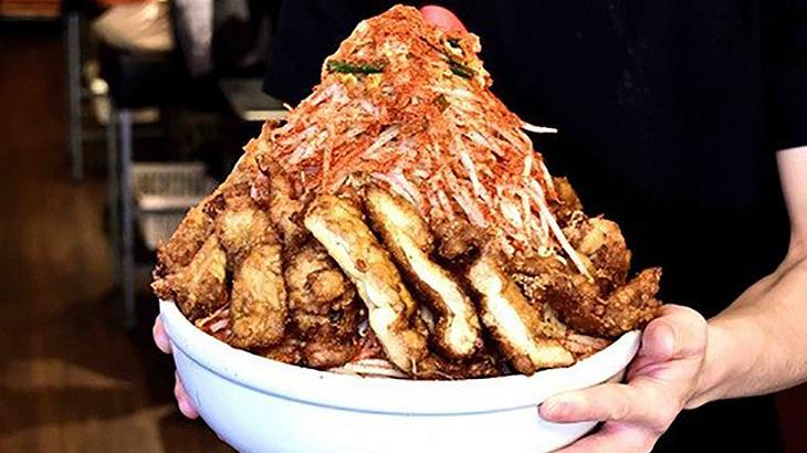 Das Restaurant Umakara Ramen Hyouri in Tokyo bietet jedem 438 US-Dollar, der diese Ramen-Nudel-Schale in unter 20 Minuten isst