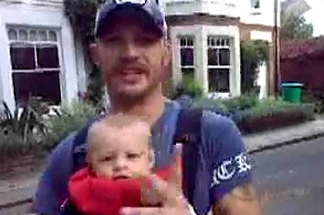 Schauspieler Tom Hardy rappt mi seinem Sohn Louis. Das Freestyle-Video stammt von 2008