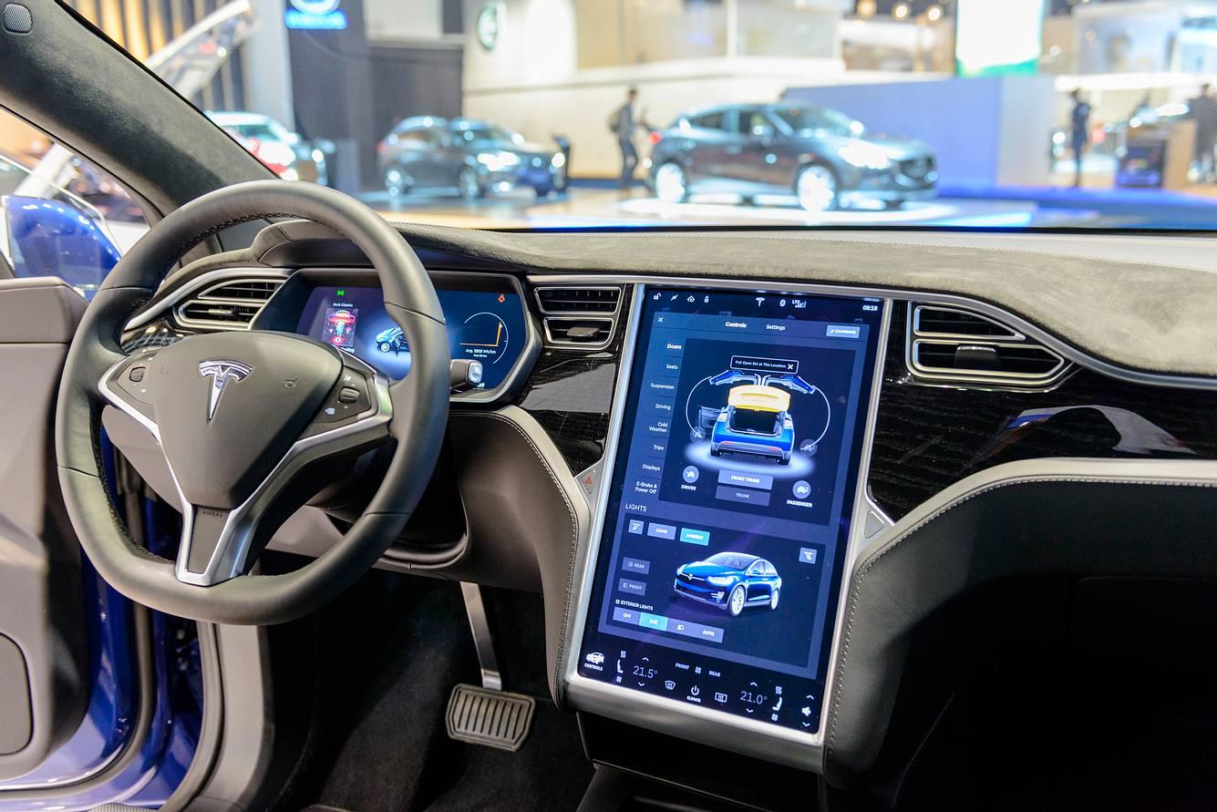 Touchscreen in einem Tesla