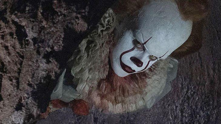 """Bill Skarsgård als Pennywise im Trailer zur Stephen King Verfilmung von """"Es"""""""