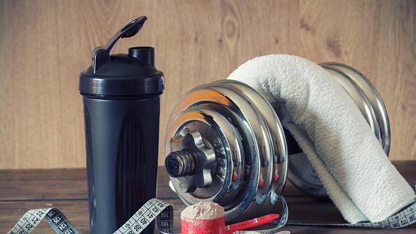 Proteinpulver zum Muskelaufbau - Foto: iStock / Lecic