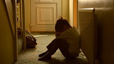 Trauriges und weinendes Kind - Foto: iStock / fiorigianluigi