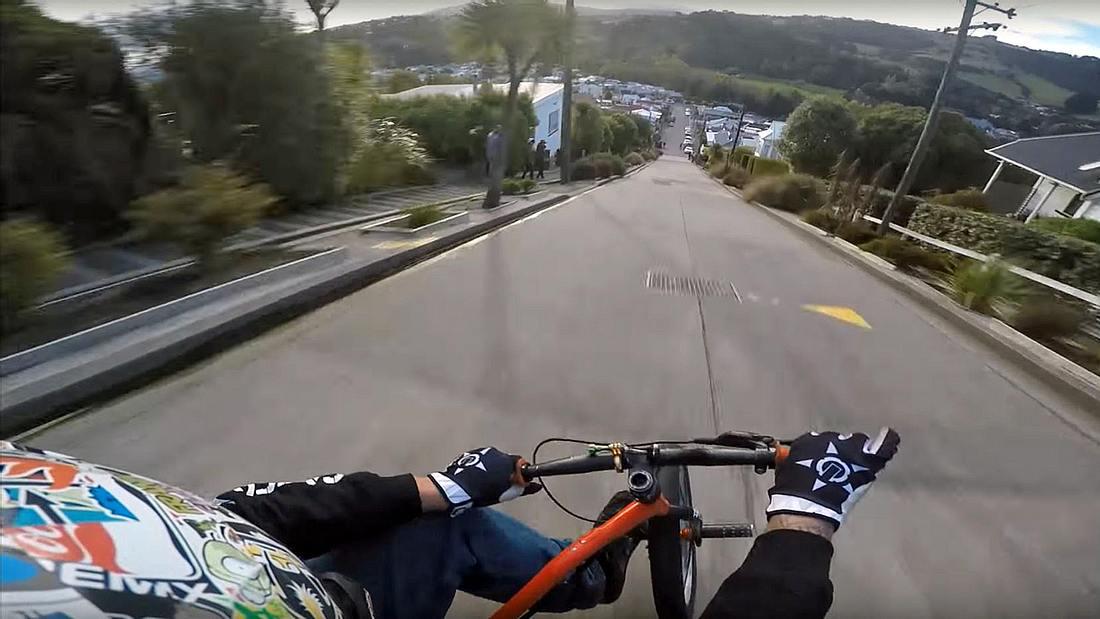 Trike Drifting in der Baldwin Street im neuseeländischen Dunedin