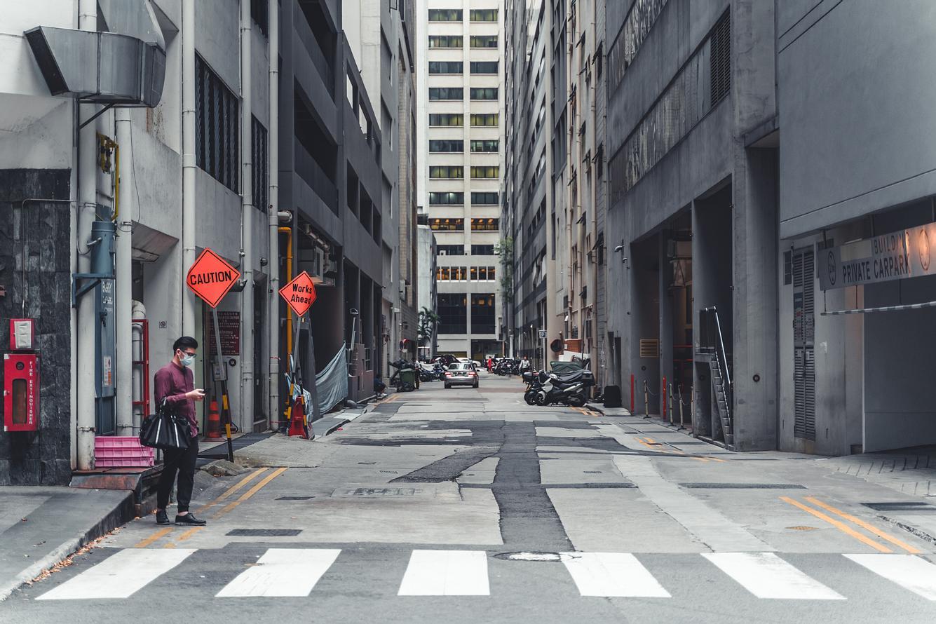 Leere Straße in Singapur