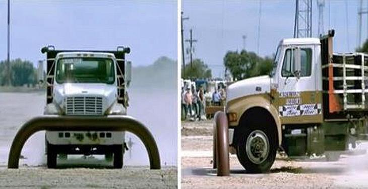 Ein 7-Tonnen-Truck trifft auf eine Stahlbarriere