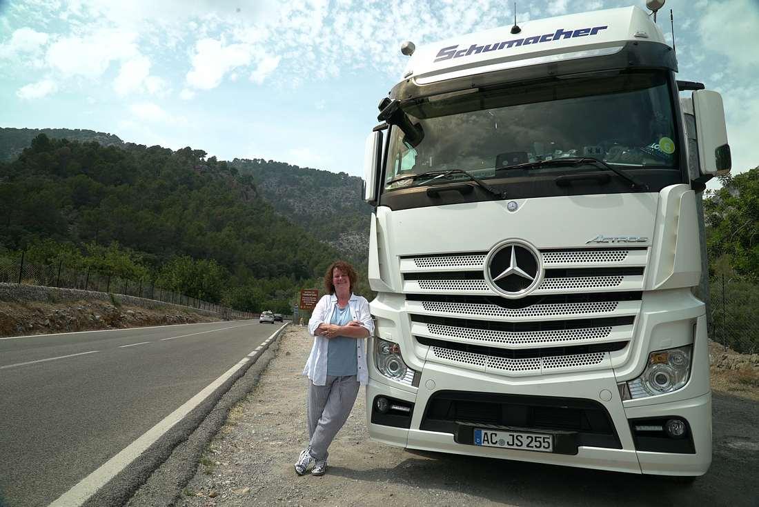 Trucker Babe Angi: Coole Routine