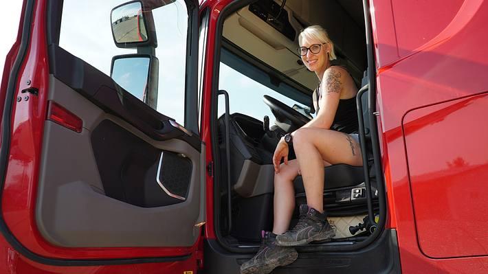 Trucker Babes: Das ist die heiße Montagsbraut Manuela