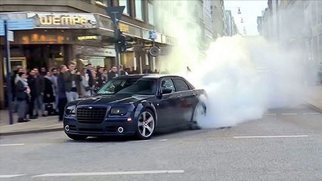 Chrysler 300c mit fettem Burnout