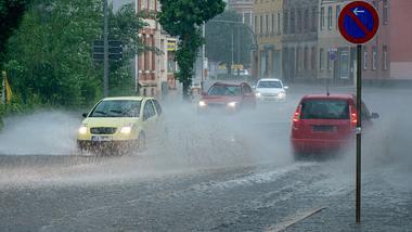 Wochenend-Wetter: Stürme grätschen den Sommer auf die Ersatzbank