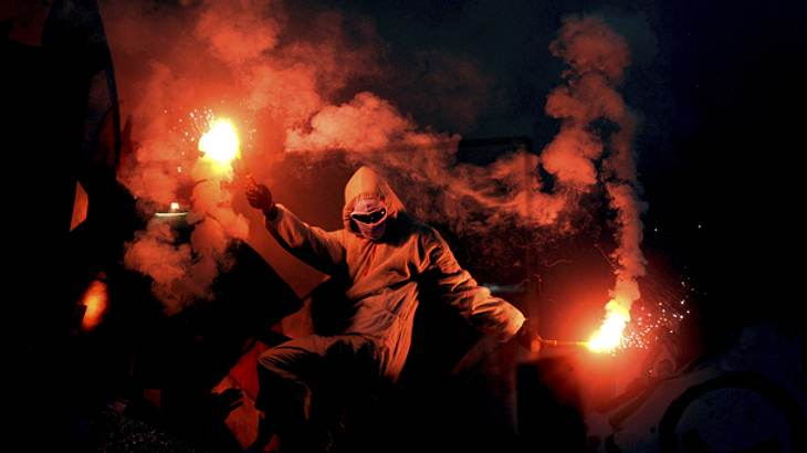 Wie gelangt Pyrotechnik ins Stadion? Welche Drogen werden in den Fankurven konsumiert? Dieser Fußball-Ultra hat die Antworten