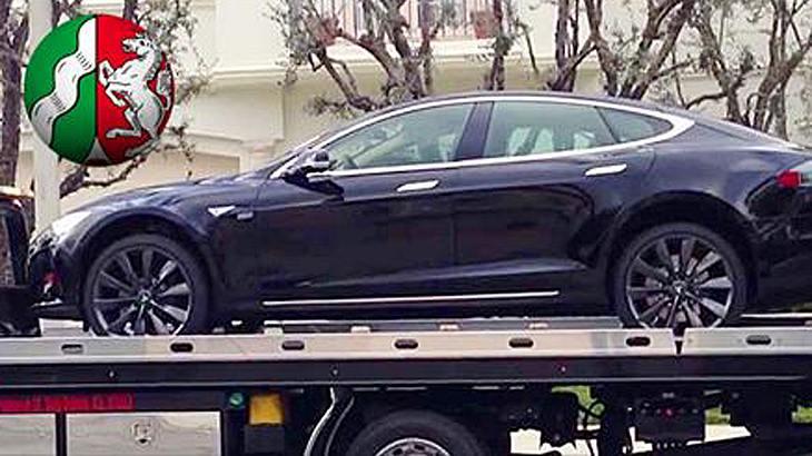 NRW-Umweltministerin Ministerin Christina Schulze Föcking (CDU) schafft den Tesla S Dienstwagen ihres Vorgängers ab