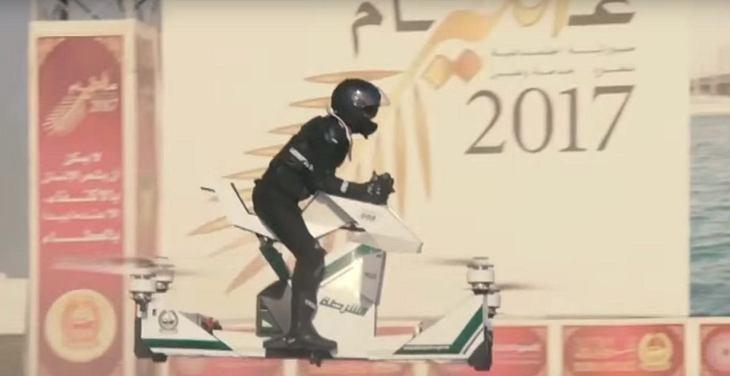 Dubai: Polizisten auf fliegenden Motorrädern