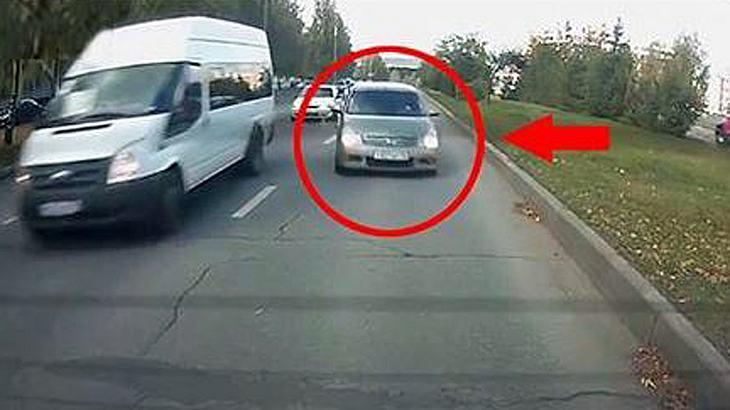 Auffahrunfall: 2 Frauen rasen in Russland mit überhöhter Geschwindigkeit in das Heck eines anderen Autos