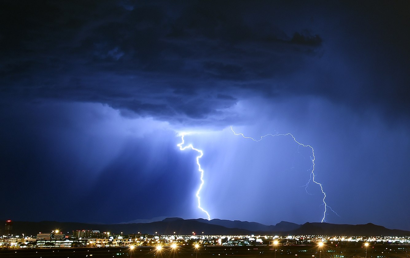 Unwetter mit Blitzschlag und Starkregen