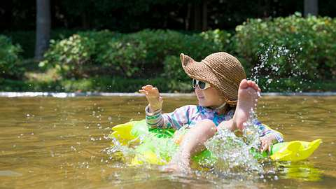 UV-Schutzkleidung Baby - Foto: iStock / Hakase_