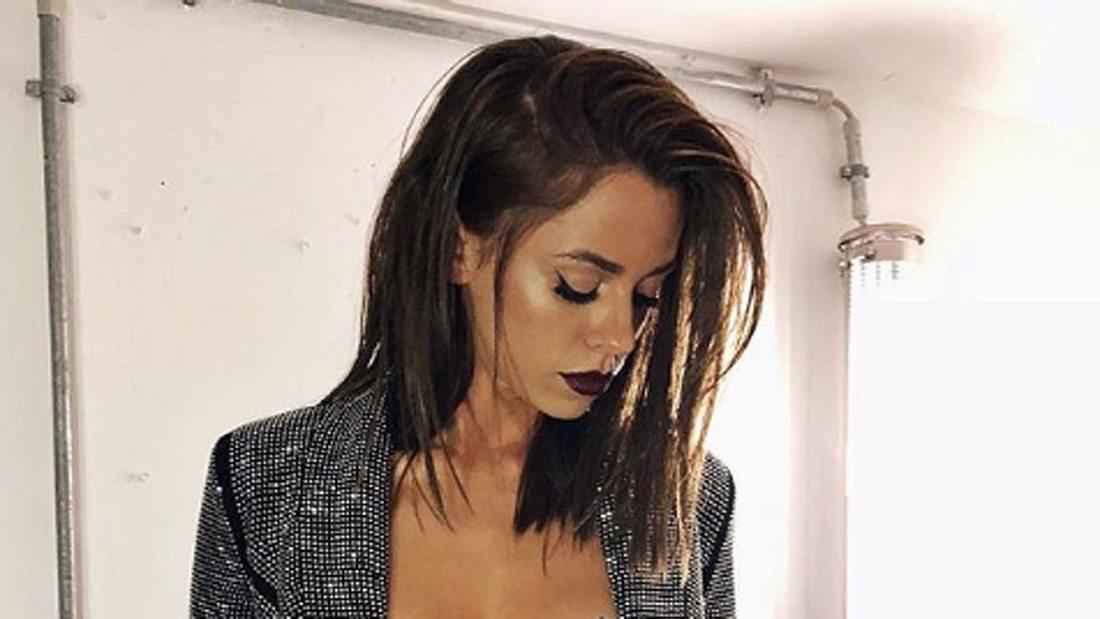 Vanessa Mai zeigt erneut ihre Brüste.