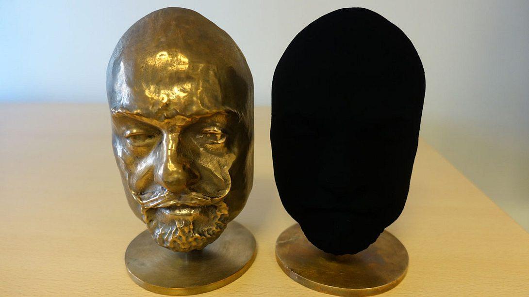 Das schwärzeste Schwarz: Vantablack absorbiert über 99% des Lichts  - Foto: surreynanosystems.com