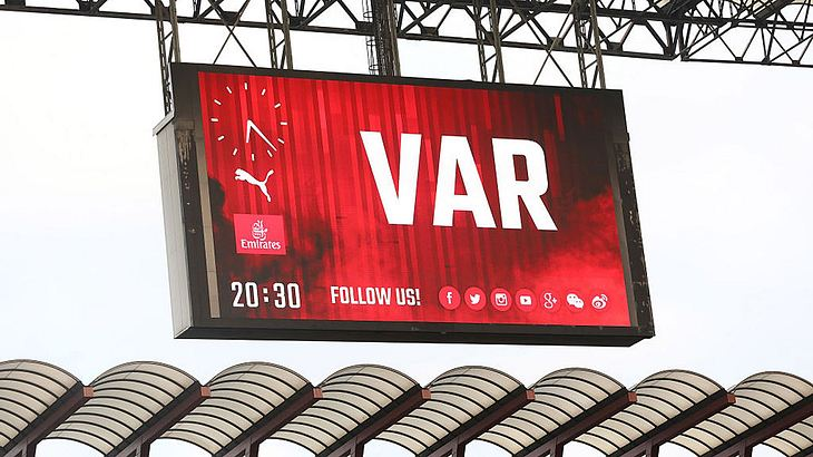 VAR-Einsatz in der Champions-League 2018/2019.