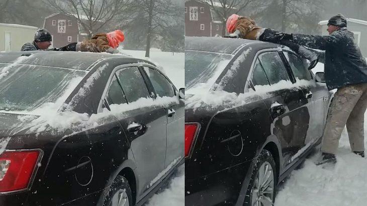 Vater befreit Auto vom Schnee - mit eigenem Kind