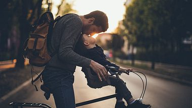 Vaterschaftsurlaub: Wie lange kann Mann in Elternzeit gehen? - Foto: iStock / AleksandarNakic