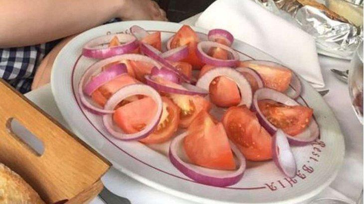 Die Veganerin Georgina bestellte im Urlaub einen Salat. Was sie bekam war mehr als kurios