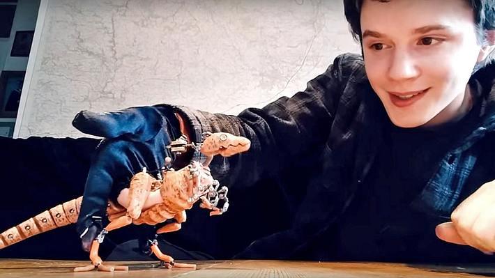 Barnaby Dixon hat eine vollbewegliche Velociraptor-Puppe gebaut - Foto: YouTube/barnabydixon
