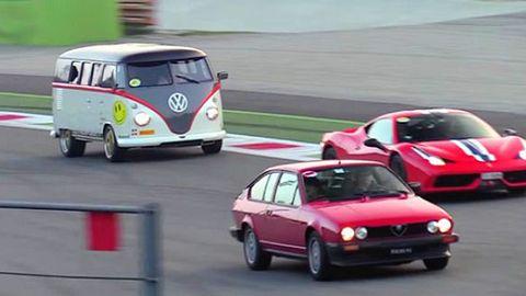 530 PS! VW-Bus zerstört Ferrari F355 in Wettrennen