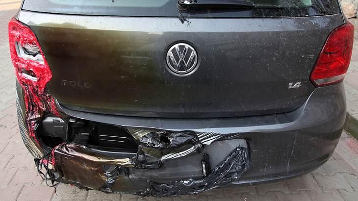VW-Hasser verunstaltet Volkswagen in Deutschland
