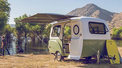Happier Camper: VW Bus inspirierter Retro-Wohnwagen