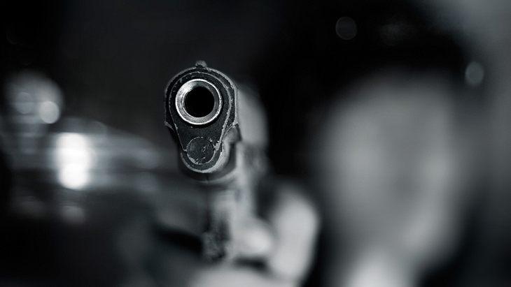 Hochzeitsdrama: Gast schießt Bräutigam in den Schritt