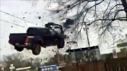 Krimineller flüchtet mit 185 km/h vor Polizei - übersieht ein Nagelband