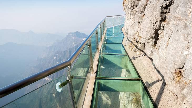 Schwindelerregend: Dieser Spazierpfad in 1.400 Metern Höhe ist nichts für Menschen mit Höhenangst