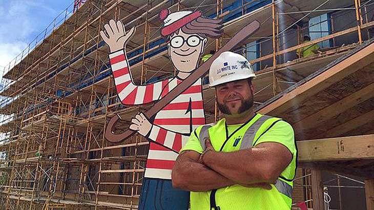 Bauarbeiter Jason Henley hat in einem Kinderkrankenhaus in Indiana eine Pappfigur von Wo ist Walter? versteckt?