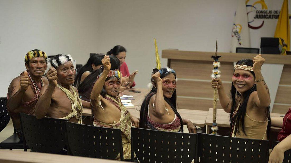 Die Waorani freuen sich über ihren Sieg