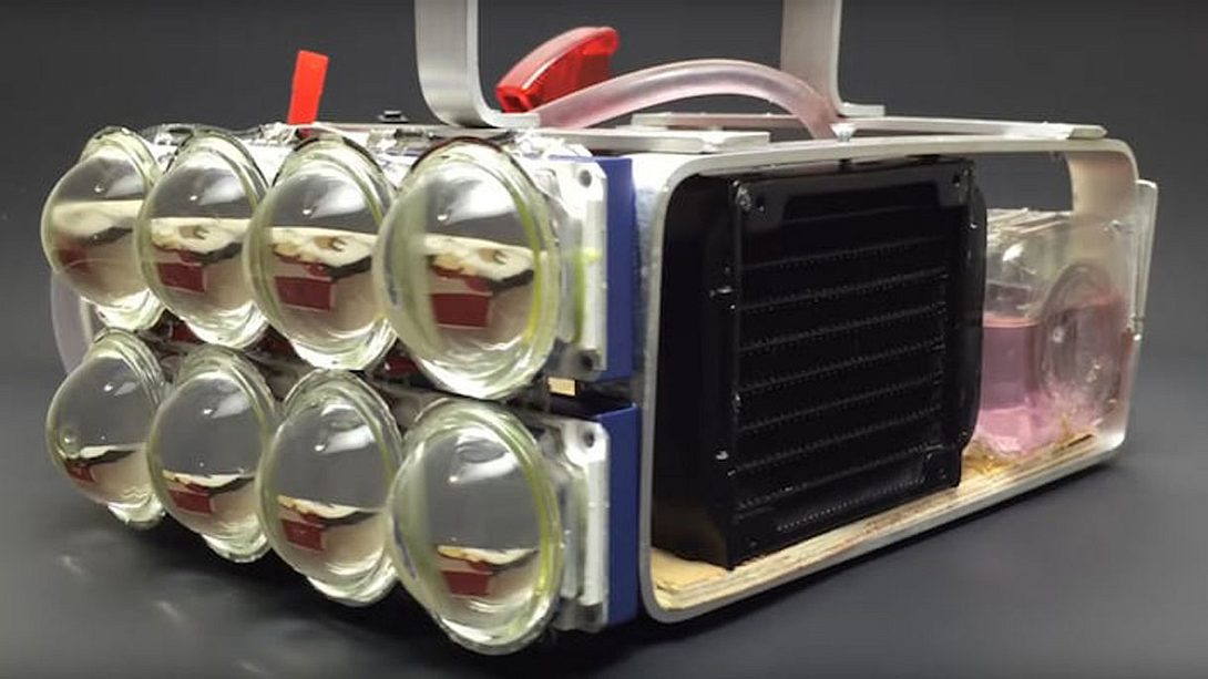 72.000 Lumen: Wassergekühlte LED-Taschenlampe