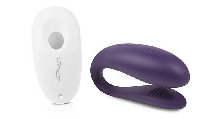 Der Paarvibrator Unite von We-Vibe stimuliert parallel G-Punkt, Klitoris und den Penis.