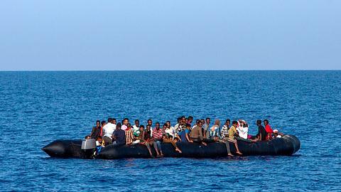 Wegen Corona: Migranten flüchten zurück nach Afrika