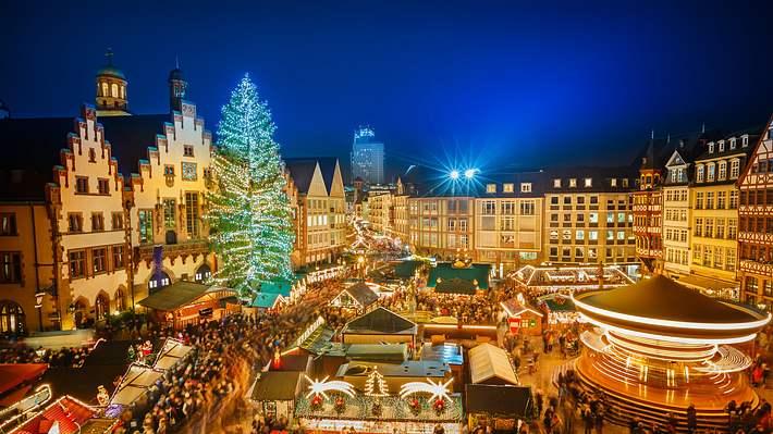 Weihnachtsmarkt in Frankfurt - Foto: iStock/sborisov