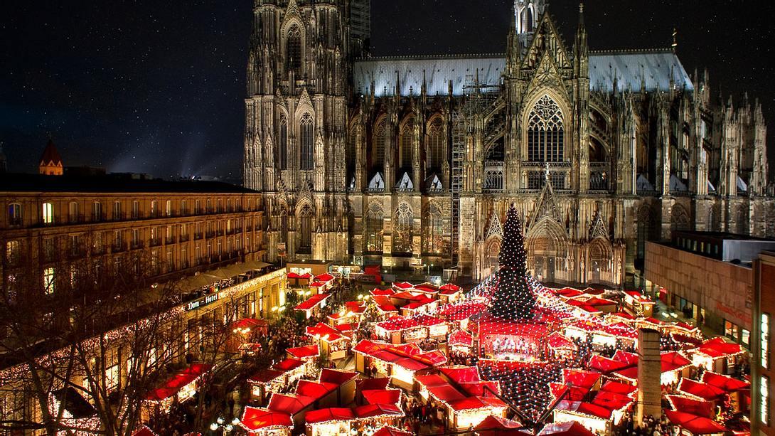 Weihnachtsmarkt am Kölner Dom - Foto: iStock / Thomas Schmidt