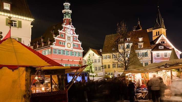 Weihnachtsmarkt in Stuttgart-Esslingen - Foto: iStock / killerbayer