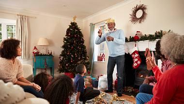 Weihnachtsspiele - Foto: iStock / monkeybusinessimages