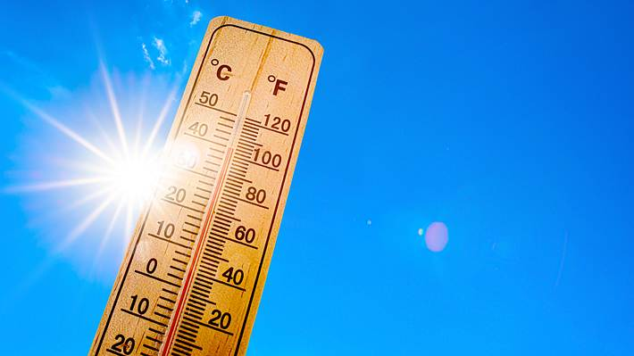 Thermometer in der Sonne - Foto: iStock/Xurzon