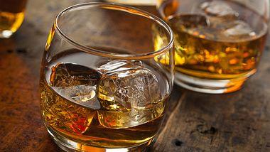 Whiskey Tumbler & Co: Das richtige Glas zum Genießen - Foto: bhofack2/iStock