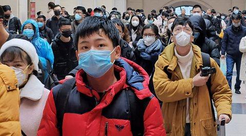 Menschen mit Mundschutz - Foto: GettyImages/Stringer