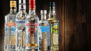 Wie lange ist Wodka haltbar? - Foto: iStock /monticelllo