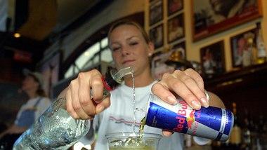Wodka-Red-Bull-Mix - Foto: Getty Images / Joe Raedle
