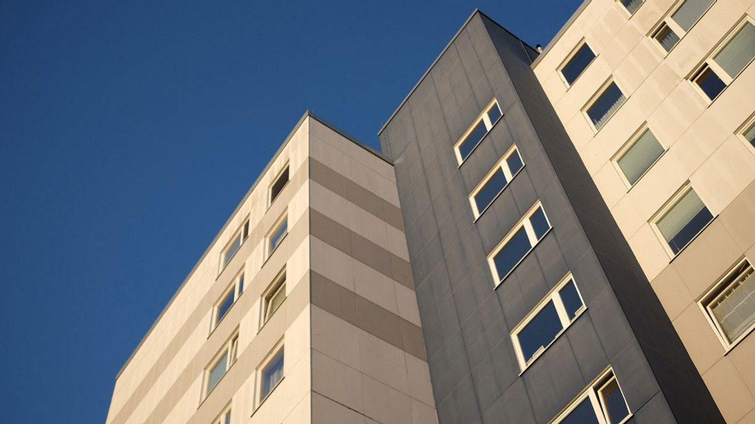 Mehrstöckiges Wohnhaus - Foto: iStock / deepblue4you