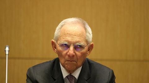 Schäuble knallhart: Nicht alles der Rettung von Leben unterordnen