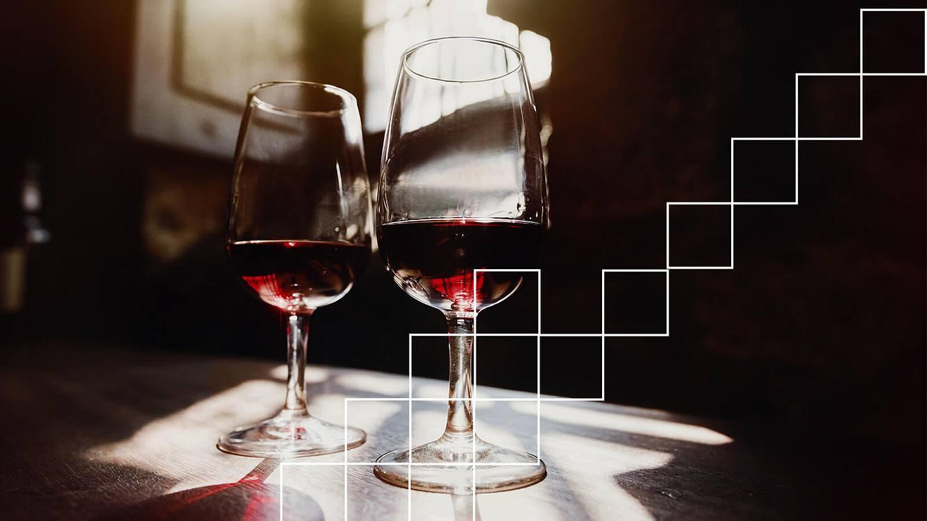 Zwei Gläser mit Wein